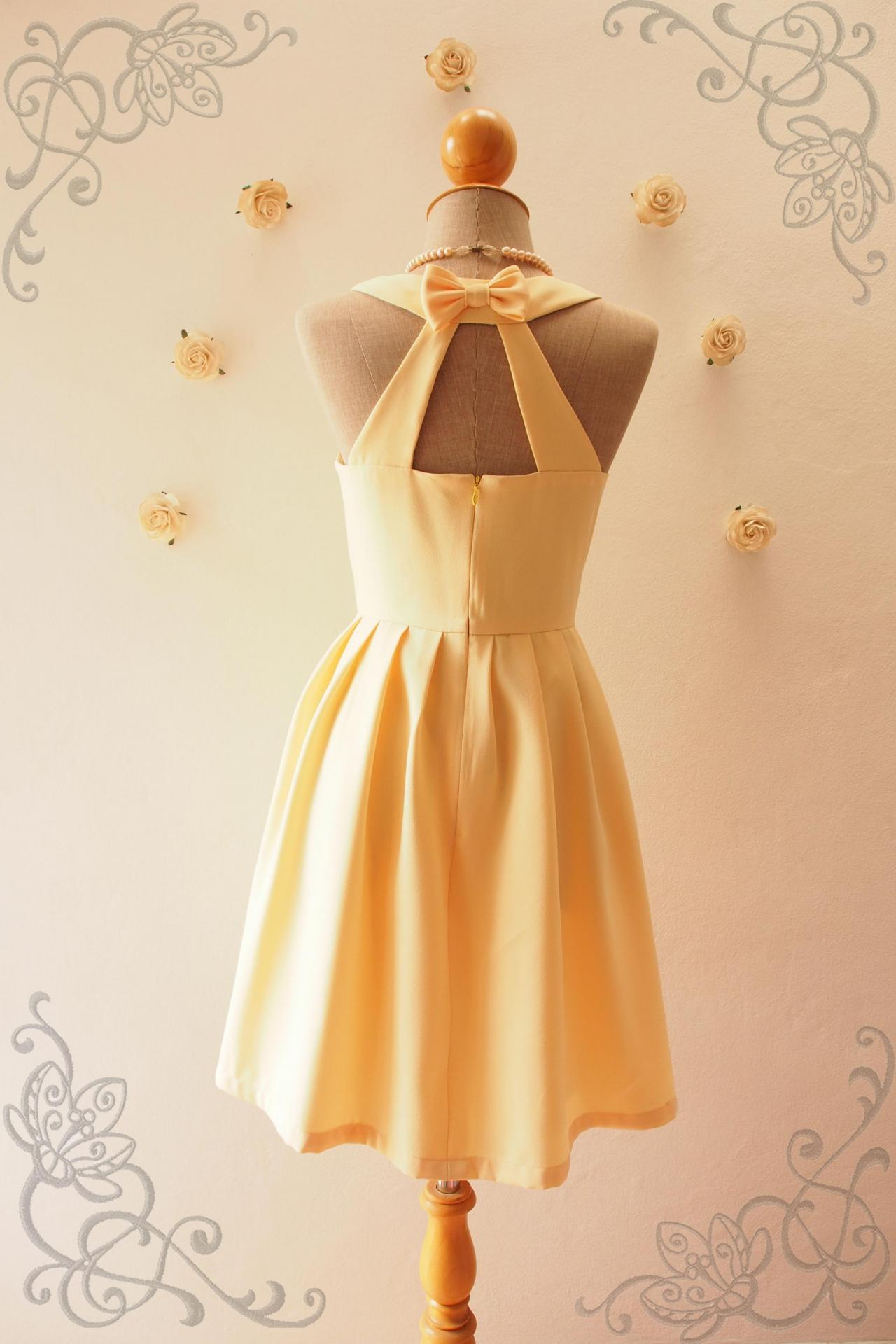 Yellow Pale sundress foto